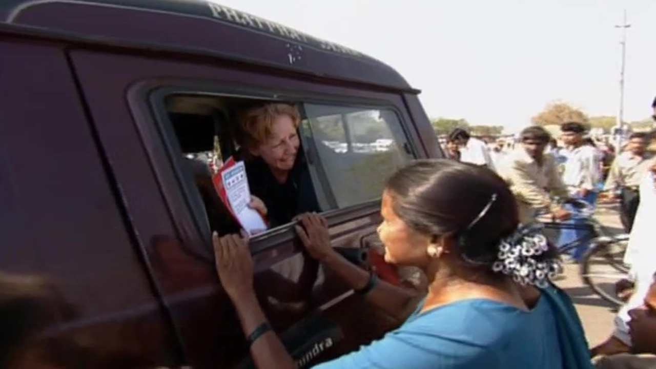 """Recap: The Amazing Race 1, Episode 7 – """"The competition has gotten ugly."""""""